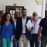 alcaldes-y-cargos-publicos-de-iu-cadiz-en-un-encuentro-en-el-parlamento-con-antonio-maillo