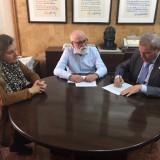el-presidente-de-horeca-firma-su-apoyo-a-tierras-de-siduena