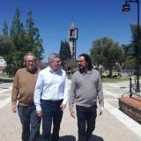 el-coordinador-provincial-junto-al-alcalde-de-castellar-durante-la-visita-al-municipio